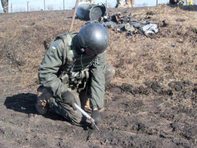 На розмінування та знищення вибухонебезпечних предметів на армійських арсеналах і базах залучено 30 груп