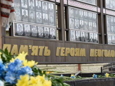 З нагоди Дня Героїв у Хмельницькому ветеранам російсько-української війни вручили сертифікати на житло і відзнаки міського голови