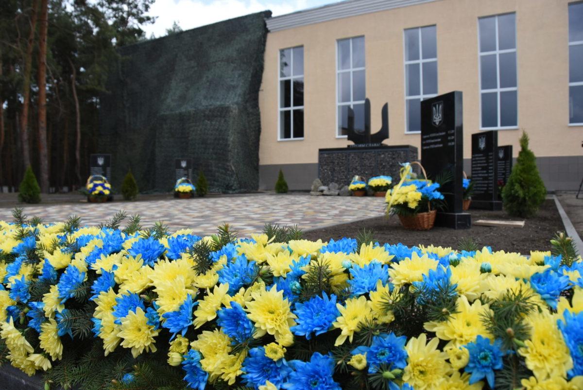 На Харківщині відкрили меморіал військовим, які загинули в боях за незалежність України