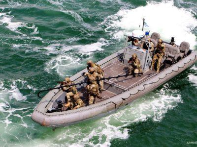 В акваторії Одеського порту спецпризначенці «звільнили» судно, захоплене незаконними збройними формуваннями