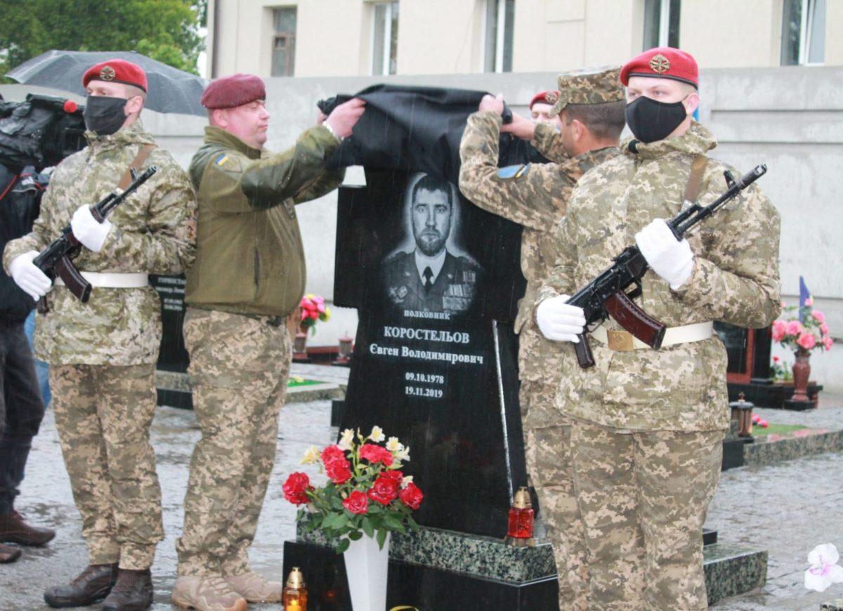 У Сумах відкрили пам'ятник легендарному комбригу полковнику Євгенові Коростельову
