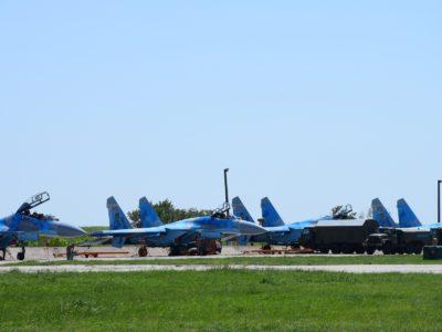 Молоді пілоти готуються до ведення повітряних боїв
