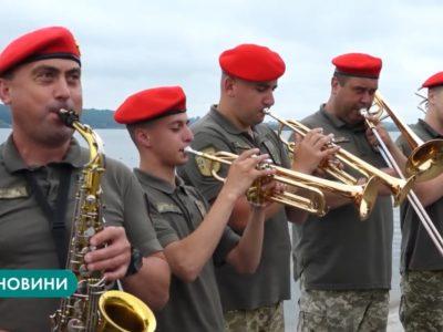Тернопільський військовий оркестр приєднався до флешмобу #Червонарута50challenge