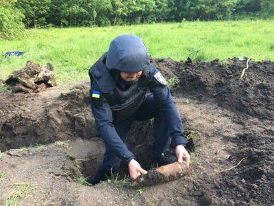 Понад 600 снарядів часів Другої світової знайшли у парку на Вінниччині