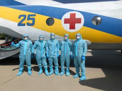 Військові льотчики вперше перевезли хворого на Covid-19
