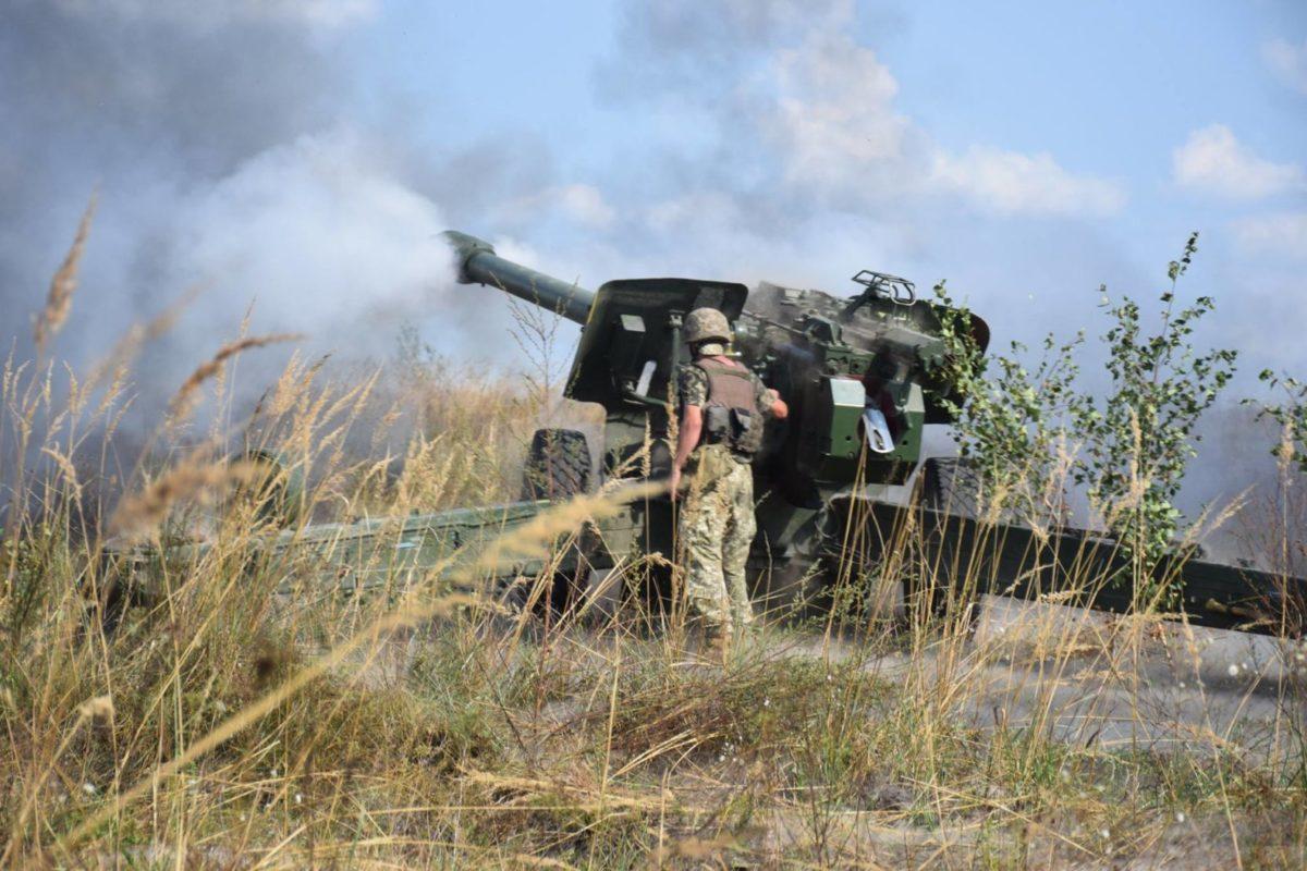 Артилеристи відпрацьовують дії в обороні