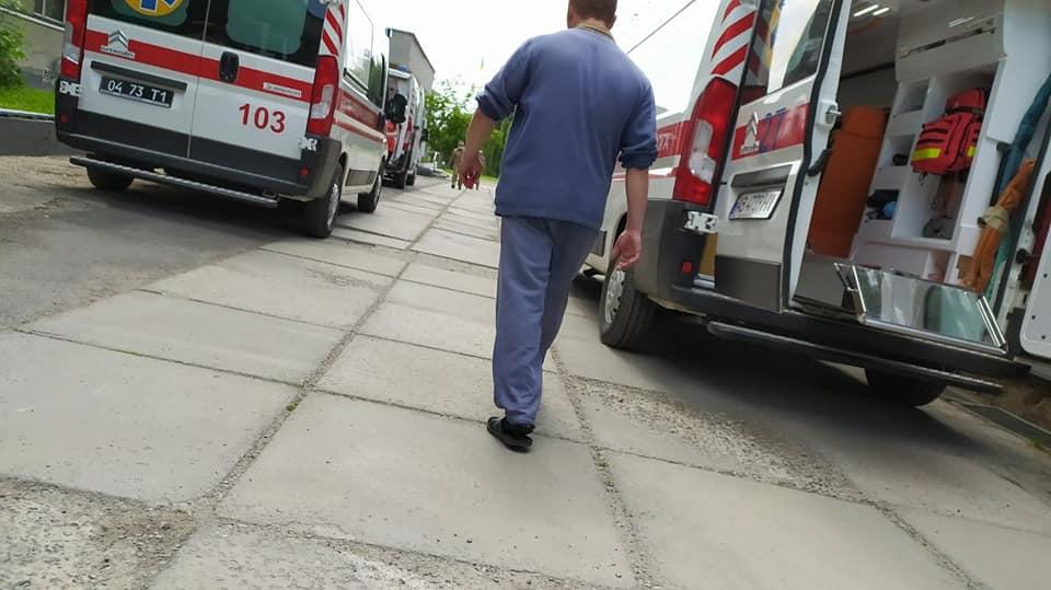 Студенти-медики й надалі допомагають пораненим воїнам