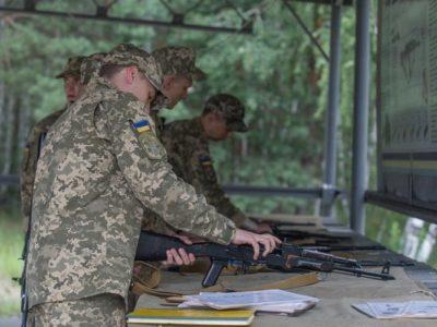 Випускники медичних вишів мають пройти військову кафедру