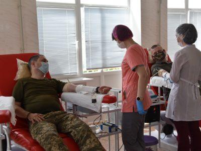 У Сєвєродонецьку військовослужбовці Об'єднаних сил долучилися до акції «Брати по крові»