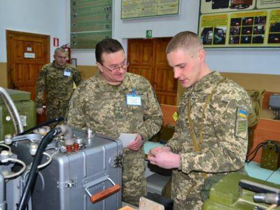 У Харківському інституті танкових військ очікують, що кількість дівчат на вступ до вишу в цьому році збільшиться у рази