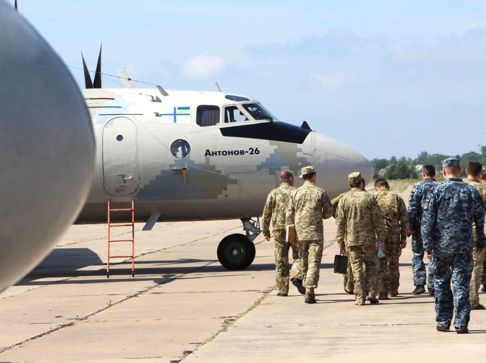 Морська авіабригада провела навчання з приземлення на непідготовлені польові аеродроми (ФОТО)