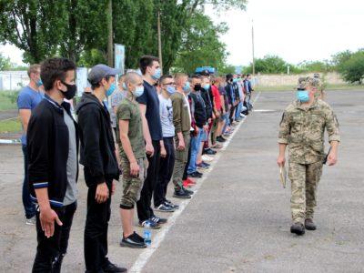 У Миколаєві перші команди призовників відправились до своїх частин