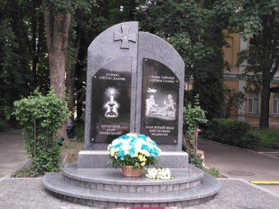 У Київському військовому госпіталі відкрили пам'ятник загиблим медикам