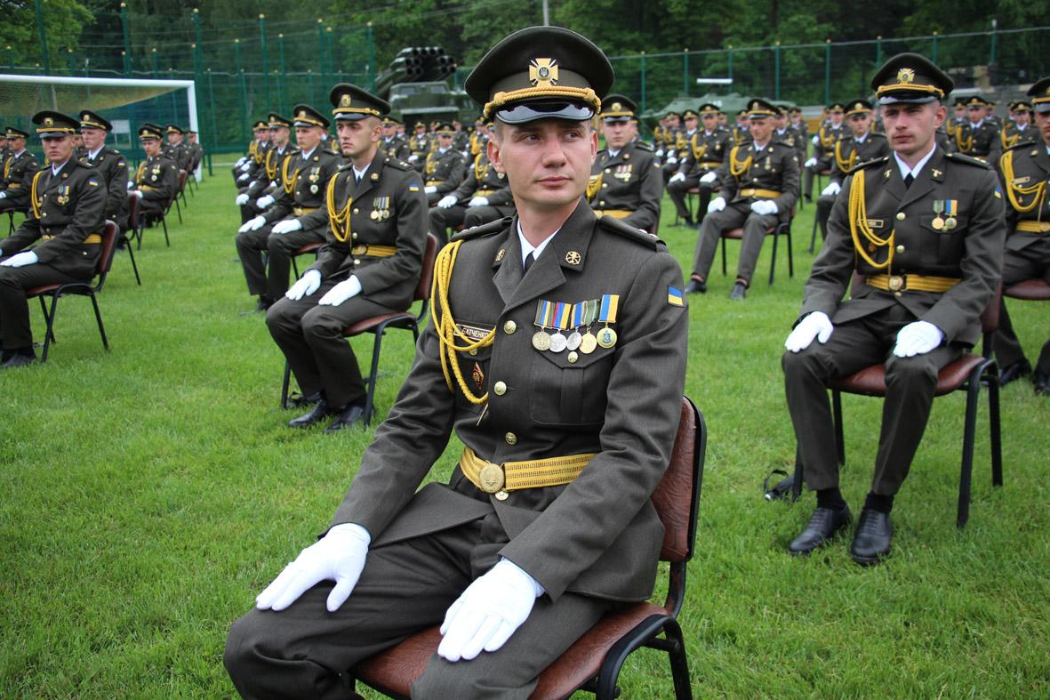 Урочисту церемонію випуску молодих офіцерів Національної академії сухопутних військ транслюватиме «Перший Західний»
