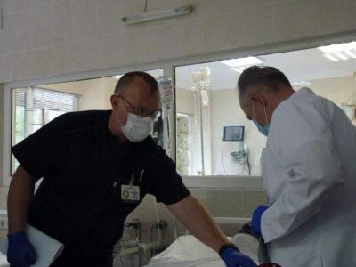 У Дніпрі рятують сапера, який зазнав важких поранень у районі ООС
