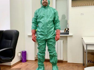 Захисні костюми для військових медиків від фонду «Повернись живим» пройшли випробування не менш серйозні, ніж бронежилети