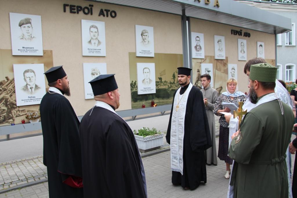 Рівне вперше долучилося до всеукраїнської літургії з ушанування героїв, які загинули на сході України