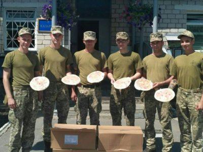 Майже дві сотні піц із Німеччини передала громадськість Вінниці військовим автомобілістам