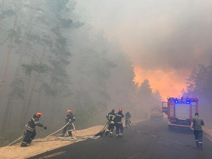 Майже 400 військовослужбовців ЗС України беруть участь в гасінні лісових пожеж на Луганщині