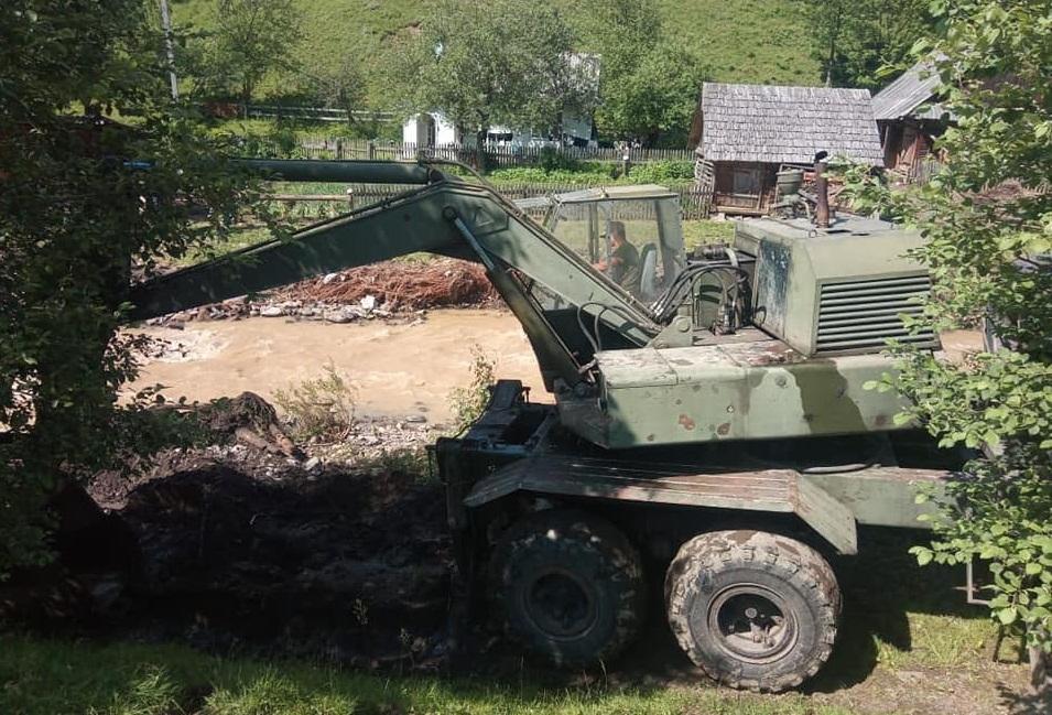 Військовослужбовці продовжують ліквідовувати наслідки червневої повені в західних областях України