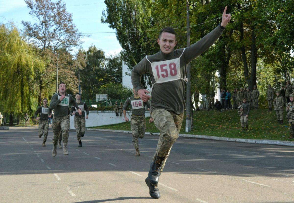 У 2021-му  випускники військових вишів фізичну підготовку складатимуть за стандартами НАТО