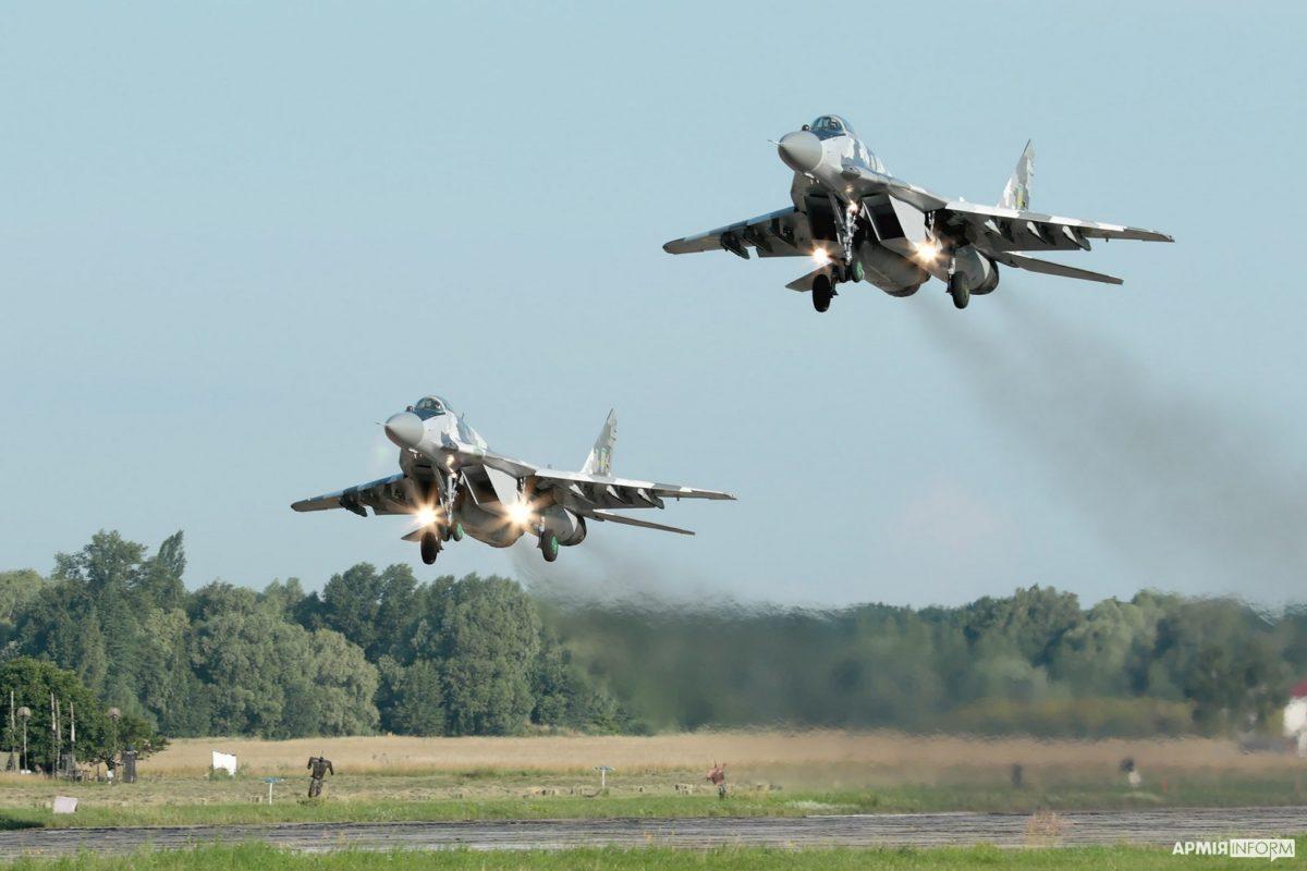 Ескадрилья винищувачів на Київщині «билася» за аеродром