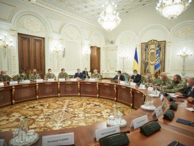 Президент на зустрічі з резервістами: Україні пощастило мати таких героїв