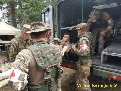 На Житомирщині десантники тренувалися надавати першу домедичну допомогу