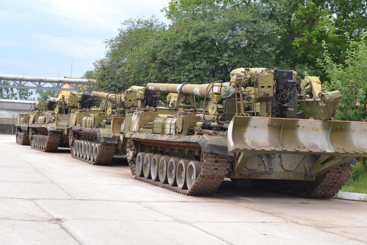 Кому в Шепетівці заважає військова техніка?