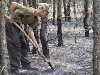 На Луганщині військові продовжують ліквідовувати наслідки пожежі