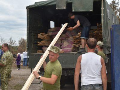 Військовослужбовці Об'єднаних сил надали чергову допомогу жителям Луганської області, що постраждали від страшної пожежі