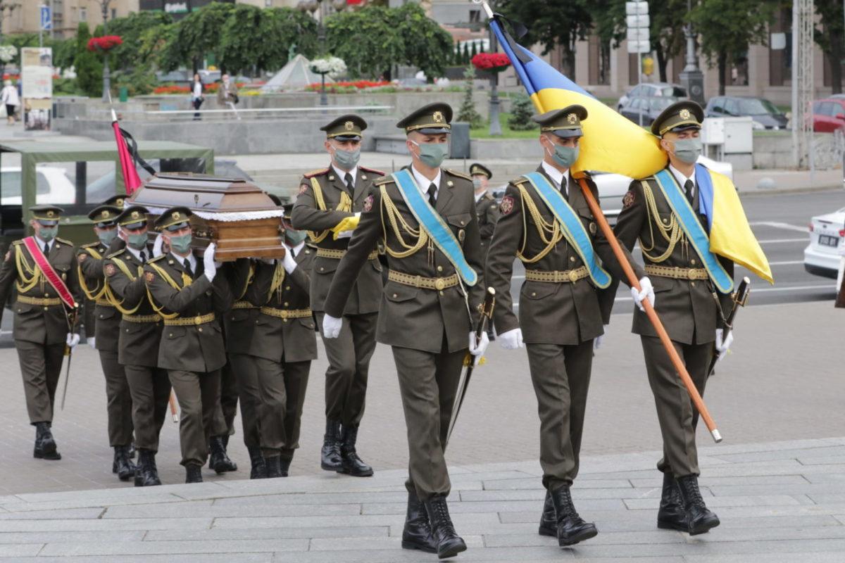 У столиці попрощалися із загиблим Героєм України Тарасом Матвіївим