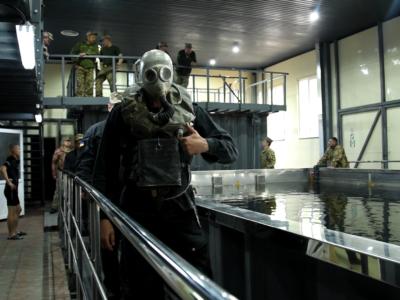 Як навчають танкістів під водою в Десні