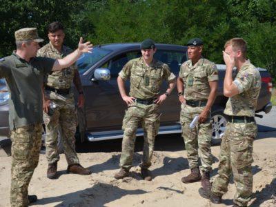 Британські інструктори обміняються бойовим досвідом з українськими колегами