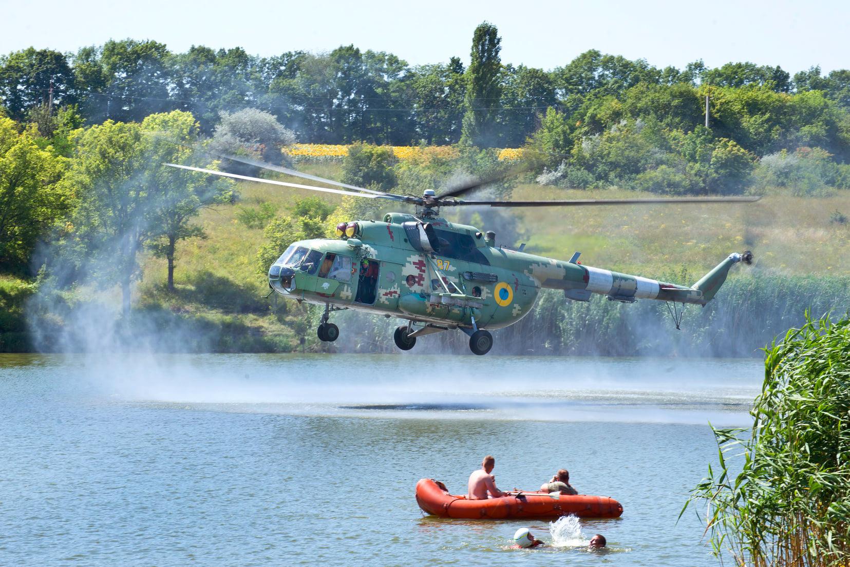 На Харківщині тренувалися авіаційні рятувальники