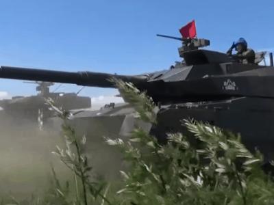 Японія провела «тест-драйв» новітніх танків «Type 10»