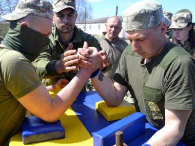 Тернопільські артилеристи провели чемпіонат з армреслінгу