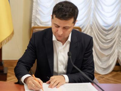 Президент підписав закон про зняття вікових обмежень для держслужбовців