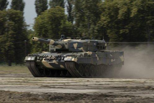 Угорщина отримала від Німеччини першу партію танків Leopard 2