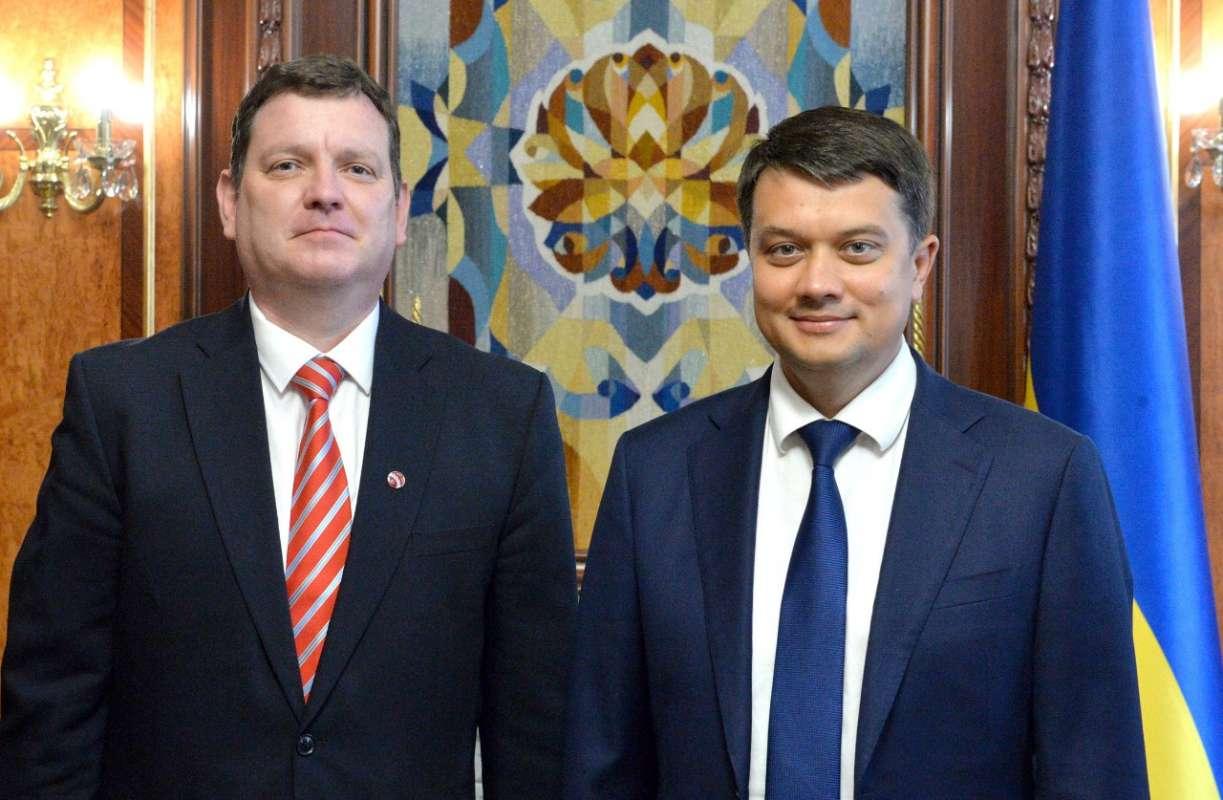 Україна високо цінує підтримку Латвії в ПАРЄ та Європарламенті, — Дмитро Разумков
