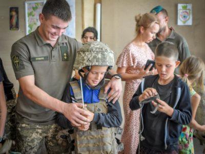 Основ мінної безпеки та тактичної медицини дітей Приазов'я навчали морпіхи