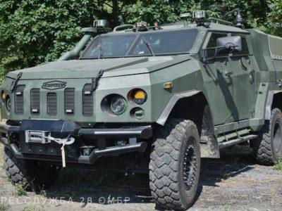 Парк бригади імені Лицарів Зимового Походу поповнився новенькими бронеавтомобілями «Новатор»