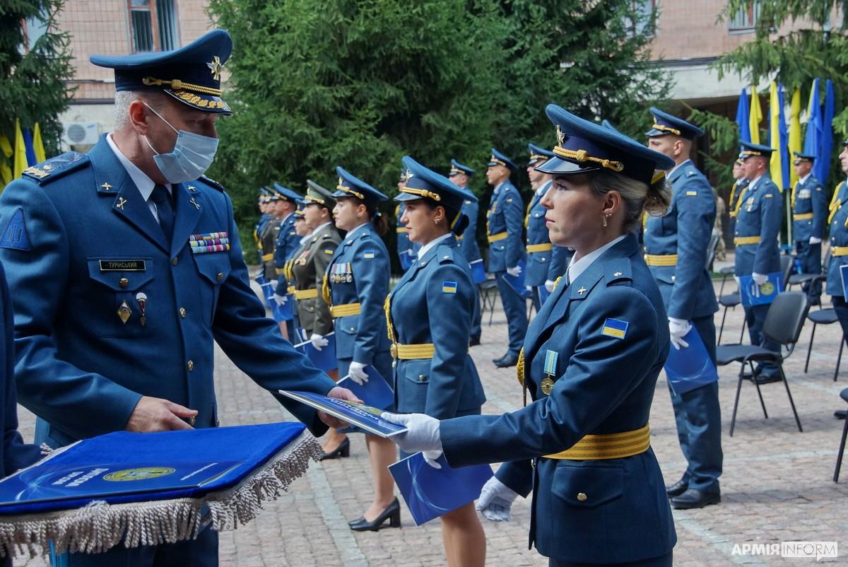 У Харкові відбувся перший випуск курсів лідерства офіцерського складу