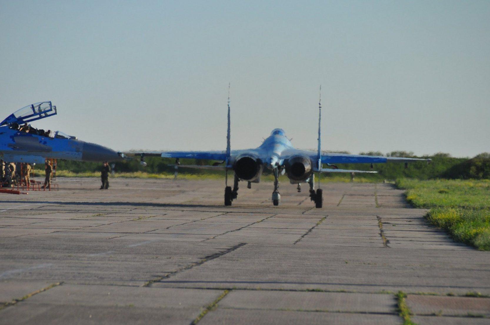 Льотчики-винищувачі тренувалися у знищені умовного противника