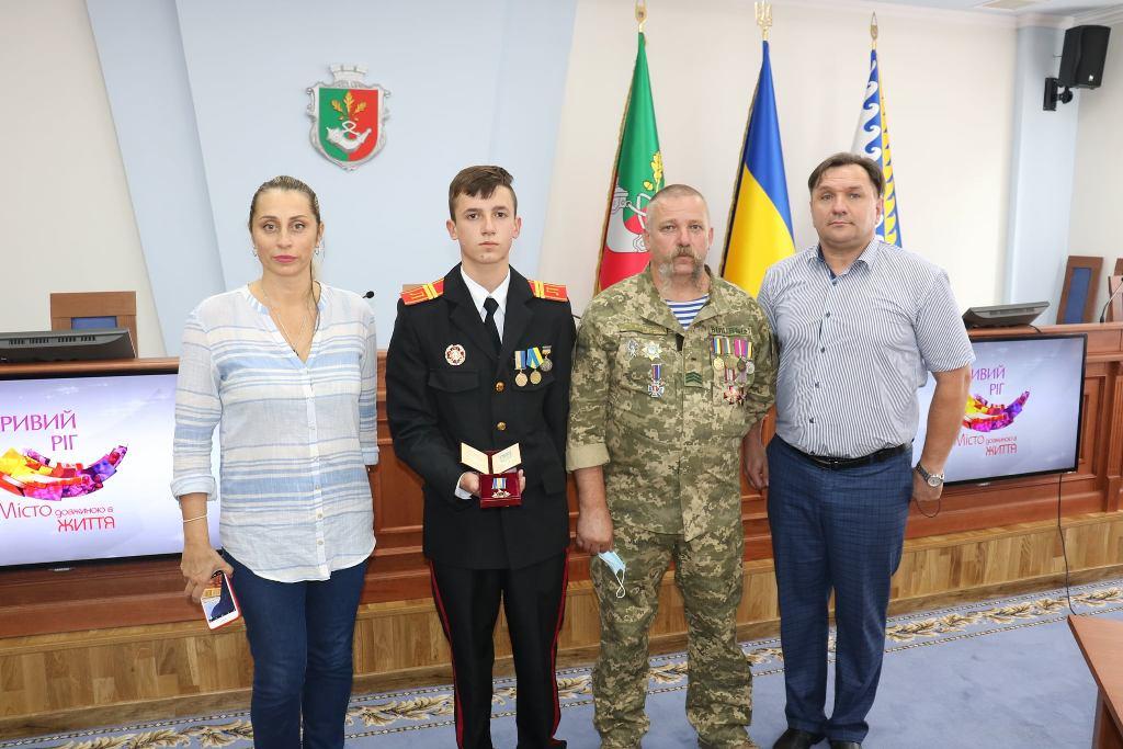 Наймолодшим в Україні кавалером ордена «За мужність» III ступеня став криворізький ліцеїст, який врятував п'ятьох дітей