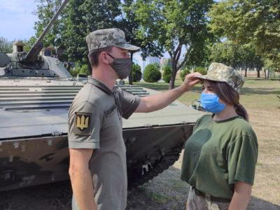 Дівчата обирають навчання у Військовому інституті танкових військ