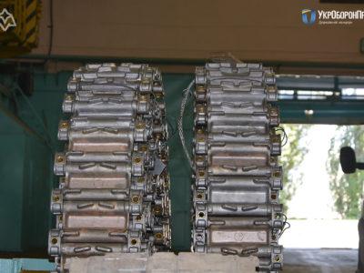 Вперше в Україні розпочато серійне виробництво гусениць для БМП