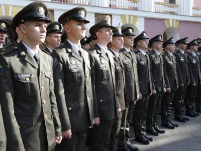 Курсанти-відмінники військових вишів отримують більше «грошове»