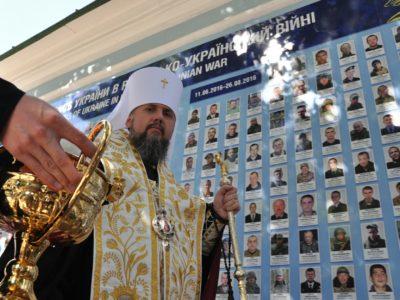 Стіну пам'яті героїв у Києві оновили й освятили