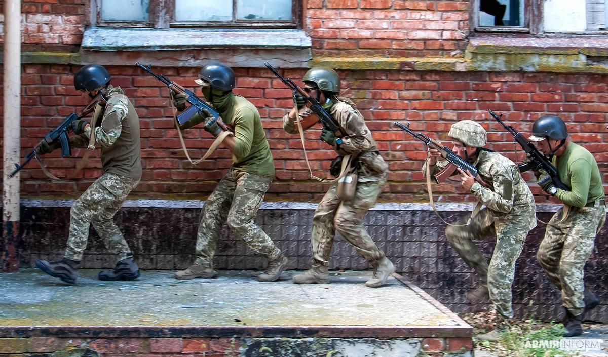 Курсанти Школи морського піхотинця вчилися діяти в місті